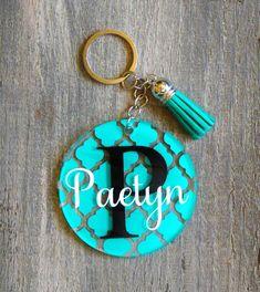 Personalized Monogram Keychain with Tassel, Custom Acrylic Key chain, Glitter Monogram, Quartrefoil name keychain, circle keychain Diy Resin Keychain, Acrylic Keychains, Monogram Keychain, Keychain Design, Keychain Ideas, Vinyl Monogram, Diy Resin Art, Resin Crafts, Tape Crafts