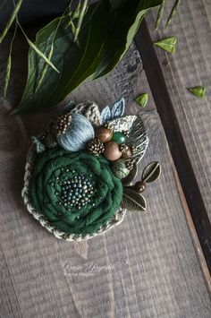 If you love jewelry an individual will enjoy our info! Fabric Flower Necklace, Fabric Flower Brooch, Fabric Flower Tutorial, Shabby Flowers, Felt Flowers, Crochet Flowers, Fabric Flowers, Diy Flowers, Brooches Handmade