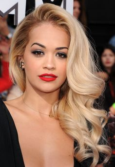 Rita Ora: side swept retro curls.