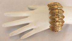 """1 1/4"""" WIDE VINTAGE CHUNKY SIGNED MONET ORNATE RIBBON LINK GOLD PLATE BRACELET!"""