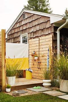 Home Tour: A Sun-Drenched Getaway for Lisa & Michael Fine, Co-Founders of Quiet Town - Front + Main Modern Planters, Outdoor Planters, Outdoor Decor, Cheap Bedroom Decor, Cheap Home Decor, Home Decoration, Home Interiors And Gifts, California Cool, Waterfront Homes