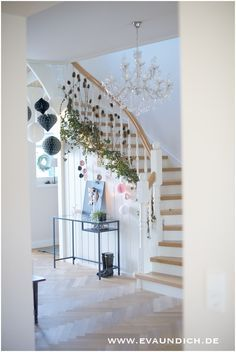 otherwise Christmas is over and you still haven't seen our stairs! Dear ones, walk in, into the good room . otherwise Christmas is over and you still haven't seen our stairs . otherwise Christmas is over Wood Stairs, Basement Stairs, House Stairs, Muebles Shabby Chic, Christmas Is Over, Cool Rooms, Home And Living, Future House, Barndominium