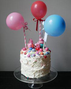 A rainbow cake! Every fairytale party needs that - unicorn, princess . Pig Birthday Cakes, Birthday Cake With Photo, Emoji Cake, Fairytale Party, Marshmallow Fondant, Rainbow Birthday, Desert Recipes, Cake Pops, Birthday Candles