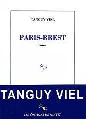 Paris-Brest - Tanguy Viel - Les Editions de Minuit - Page 47 : Là-dessus, je ne peux pas dire que le fils Kermeur ait jamais eu tort. Même aujourd'hui, avec tout recul que j'ai sur la situation, je peux dire comme lui que oui, tout le monde s'en fout des histoires de famille.