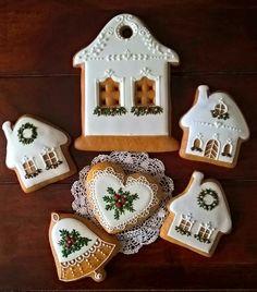 Me gustan las ventanas de la galleta mas grande. Como se harán? Crazy Cookies, Sweet Cookies, Fun Cookies, Holiday Cookies, Cupcake Cookies, Sugar Cookies, Christmas Sweets, Christmas Goodies, Christmas Baking