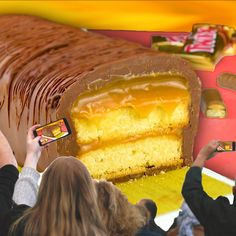 Giant Twix - Today, we have good news for Twix chocolate lovers. As you will see, one bar will be more than enou - Easy Cake Recipes, Cookie Recipes, Dessert Recipes, Twix Chocolate, Chocolate Lovers, Best Cookies Ever, Tasty, Yummy Food, Food Decoration