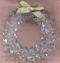 Homemade Holidays: Crystal Wreath made with Sunburst or Tri beads Beaded Christmas Decorations, Beaded Christmas Ornaments, Handmade Christmas, Snowflake Ornaments, Christmas Wreaths, How To Make Ornaments, How To Make Wreaths, Safety Pin Crafts, Beaded Angels