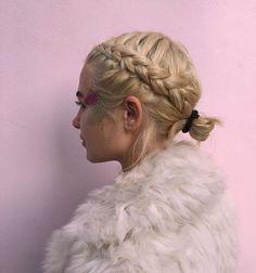 Jessica Anne Woodley, Hair braids, short long or medium hair.