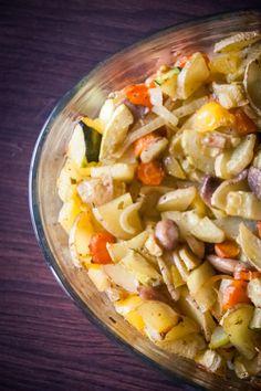 Un de mes plats favoris ! Parce qu'il n'y a rie de plus simple : il suffit de mettre les légumes au four ^^avec des épices. Pour les grand·es débutant·es ! Galette, Pasta Salad, Curry, Ethnic Recipes, Food, Simple, Baked Vegetables, Meal, Dish