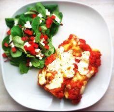 Manicotti is een van oorsprong langwerpige tubevorminge pasta die vaak gevuld wordt met een combinatie van vlees, ricotta en spinazie. Eroverheen gaat dan een t