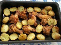 Experimente o delicioso Frango com Batatas ao Forno! Ele é fácil de fazer e fica muito saboroso. Com certeza, vai agradar toda a família! Veja Também:Filé