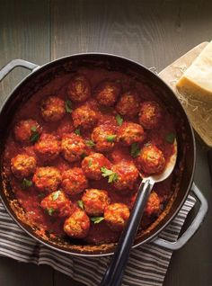 Meatballs in Tomato Sauce (The Best) Meatball Recipes, Meat Recipes, Dinner Recipes, Cooking Recipes, Confort Food, Ricardo Recipe, Easy Homemade Recipes, Sauce Tomate, Pasta