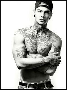 Mens Body Tattoos, Tatoos Men, Boy Tattoos, Male Neck Tattoos, Tattoed Guys, Sexy Tattooed Men, Neck Tattoo For Guys, Tattoos For Guys, Tatto Boys
