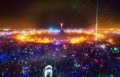 En matière de festival de musique électronique et techno, on évoque souvent le très célèbre Tomorrowland qui a lieu chaque année en Belgique ou encore la mondialement connue Sensation White qui fait le tour du monde d'année en année. Cependant, le Burning Man s'impose comme l'un des plus impressionnants festivals annuels : moins connu du public français et européen, il a la particularité de se dérouler dans le désert de Black Rock au Nevada.
