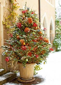 30 Ideas for the Best Outdoor Christmas Decorations on the Block – Decorate Christmas Tree Ribbon On Christmas Tree, Noel Christmas, Country Christmas, Winter Christmas, Christmas Wreaths, Holiday Tree, Christmas Lights, Green Christmas, Winter Porch