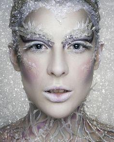 reines des neiges maquillage joli lèvres blanchies paupières blanches sourcils avec strass couleur argent