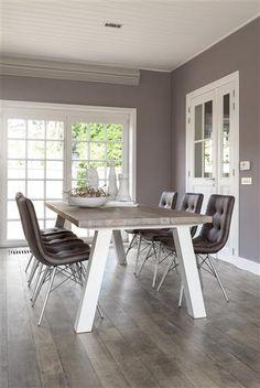Style romantique pour cette salle manger avec la table et le vaisselier madison salle - Tafel bois blanc vieilli ...