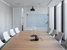 GRAPH conference table and chair at OM-Partners - Wilkhahn Reference from the year 2016