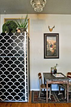 Contact paper fridge - Rohde Hill's House Tour on Apartment Therapy Papel Contact, Contact Paper, Style At Home, Ugly Fridge, Painted Fridge, Fridge Makeover, Apartment Living, Apartment Therapy, Home Fashion