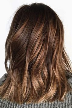 Looking for most pretty demanding hair color ever? See here the most great ideas of various balayage hair colors. Balayage is a French hair coloring technique where the color is painted on the hair… Brown Shoulder Length Hair, Shoulder Length Hair Balayage, Brown Mid Length Hair, Honey Balayage, Brown Balayage, Fall Balayage, Balayage Color, Ombre Colour, Balayage With Fringe