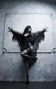 Top Gothic Fashion Tips To Keep You In Style. As trends change, and you age, be willing to alter your style so that you can always look your best. Consistently using good gothic fashion sense can help Goth Beauty, Dark Beauty, Dark Gothic, Gothic Art, Foto Glamour, Arte Obscura, Gothic Models, Goth Women, Fantasy Kunst