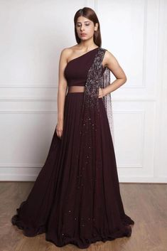 Burgundy one shoulder gown is part of Indian gowns dresses - computer settings, etc Indian Designer Outfits, Indian Outfits, Designer Dresses, Indian Wedding Gowns, Indian Gowns Dresses, Indian Bridal, Wedding Dress, Party Wear Lehenga, Party Wear Dresses