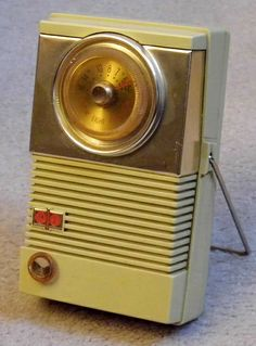 Vintage Motorola 8-Transistor AM Radio, Model 8X26S, Made In USA, Circa 1959.