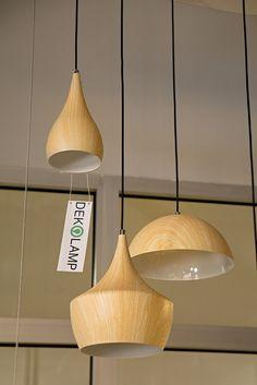 Světlo s dřevěným dekorem