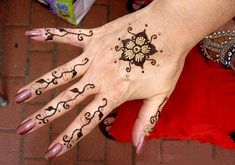 90 Simple And Easy Mehndi Designs For Beginners With Images | Styles At LIfe