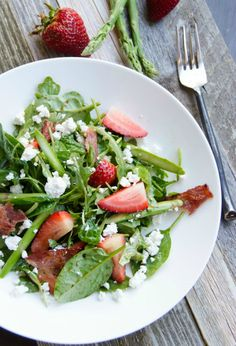 Light Spring-Summer Salad with arugula, spinach,asparagus and strawberries.