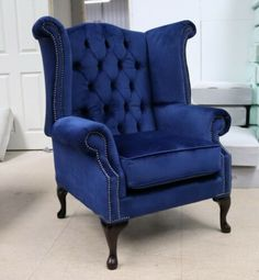 Blue And Gold Bedroom, Silver Living Room, Blue Living Room Decor, Blue Rooms, Living Room Chairs, Dining Room, Velvet Wingback Chair, Blue Velvet Chairs, Chesterfield Chair