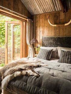 Rustic cabin bedroom a rustic charm cabin for the home cabin interiors rustic cottage bedroom decorating . Farmhouse Master Bedroom, Cozy Bedroom, Bedroom Decor, Bedroom Ideas, Bedroom Inspiration, Bedroom Furniture, Log Cabin Furniture, Bedroom Ceiling, Country Furniture