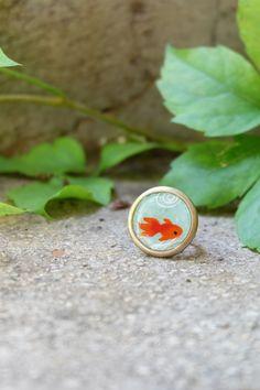 Bague ronde motif carpe koï en résine et papier japonais