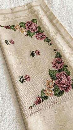 This Pin was discovered by eli Towel Embroidery, Hand Embroidery Art, Cross Stitch Embroidery, Embroidery Patterns, Cross Stitch Patterns, Cross Stitch Rose, Cross Stitch Flowers, Crochet Bedspread, Bargello