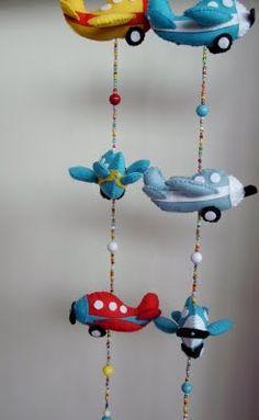 Atelier Doida varrida: móbile avião em feltro