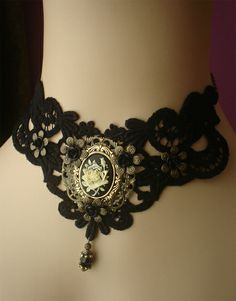Beautiful lace choker with rose cameo - De Poppenkraal