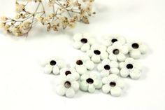 Glass Flower Bead 10 pcs White Mini Flower Beads by Cchange