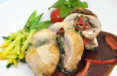 Caille farcie aux épinards et fromage fumé sur lit de poireaux et sauce au pesto et tomates séchées sur Wikibouffe