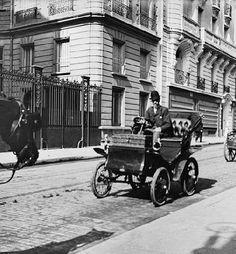 Uno de los primeros vehículos a moter que circuló por Madrid