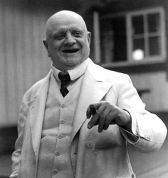 Sibelius in 1939    http://upload.wikimedia.org/wikipedia/commons/0/0d/Jean_Sibelius_1939.jpg