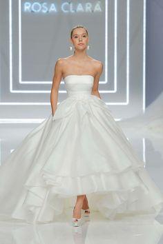 Rosa Clará 2017 Kollektion BARCELONA BRIDAL FASHION WEEK http://www.hochzeitswahn.de/inspirationsideen/rosa-clara-2017-kollektion/ #bride #weddingdress #fashion