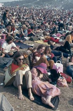 The Isle of Wight Festival, 1970 Hippie Vibes, Hippie Love, Hippie Style, Beatles, Woodstock Hippies, 1969 Woodstock, Rock N Roll Music, Rock And Roll, Youth Culture