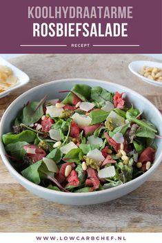 Deze rosbiefsalade met pestodressing en Parmezaanse kaas is fris, gezond en super smaakvol. Deze salade is lekker om te eten als lunch of diner. Quick Healthy Meals, Good Healthy Recipes, Healthy Snacks, Easy Smoothie Recipes, Lunch Recipes, Salad Recipes, Roast Beef Salad, Good Food, Food And Drink