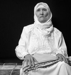She lives in lebanon now. She used to live in Palestine. She's older than the state of Israel #The48Massacre pic.twitter.com/4mfCRDwqSJ