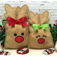 Machine Embroidery Designs Reindeer Treat Bag (in the hoop) Christmas Treat Bags, Noel Christmas, Christmas Crafts, Christmas Decorations, Christmas Ornaments, Machine Embroidery Projects, Machine Quilting, Mini Candy Canes, Embroidery Fonts