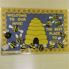 welcome back bulletin board - JULİANE August Bulletin Boards, Toddler Bulletin Boards, Back To School Bulletin Boards, Toddler Classroom Decorations, Kindergarten Classroom Decor, Classroom Door, Infant Toddler Classroom, Summer Preschool Activities, Bee Theme
