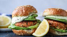 Green Goddess Salmon Burgers I Burger Recipes, Veggie Recipes, Fish Recipes, Seafood Recipes, New Recipes, Cooking Recipes, Healthy Recipes, Veggie Food, Meatless Burgers