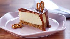 Carmel Cheesecake, Salted Caramel Cheesecake, Salted Caramel Sauce, Cheesecake Recipes, Dessert Recipes, Pretzel Cheese, Pretzel Crust, Mary's Kitchen, Kitchen Recipes