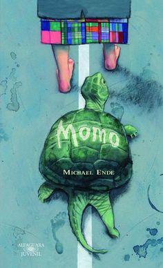 """""""MOMO"""" de Michael Ende.   Momo es una niña que posee la cualidad de saber escuchar a la gente de verdad. Un día aparecen los hombres grises para robar el tiempo de las personas, pero Momo estará allí para impedirlo. Es uno de mis libros favoritos, recomiendo leerlo infinitamente, es maravilloso. Una frase del mismo que me llegó entre otras: """"Porque el tiempo es vida. Y la vida reside en el corazón"""""""