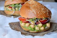 RETETE DE POST - CAIETUL CU RETETE Salmon Burgers, Hamburger, Avocado, Ethnic Recipes, Food, Vegans, Salads, Lawyer, Essen